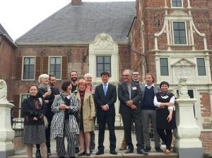 Poolse kunstenaars met Piotr Perczynski in het midden fot. Polonia.nl