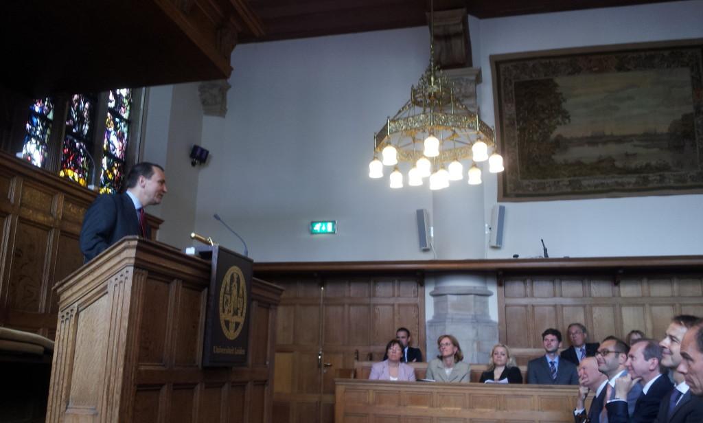 Min Sikorski w Lejdzie 12-6-2013 fot. Bos-Karczewska