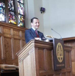 Min. Sikorski odczyt na uniwersytecie w Lejdzie fot. M. Bos-Karczewska_Polonia.nl